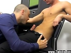 Gay boy xxx cumshot tube He's helping out the hunky Kris Anderson with