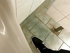 toilet public